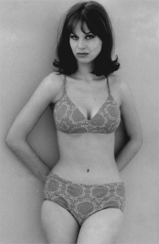 1946 Lana Wood bikini paisley