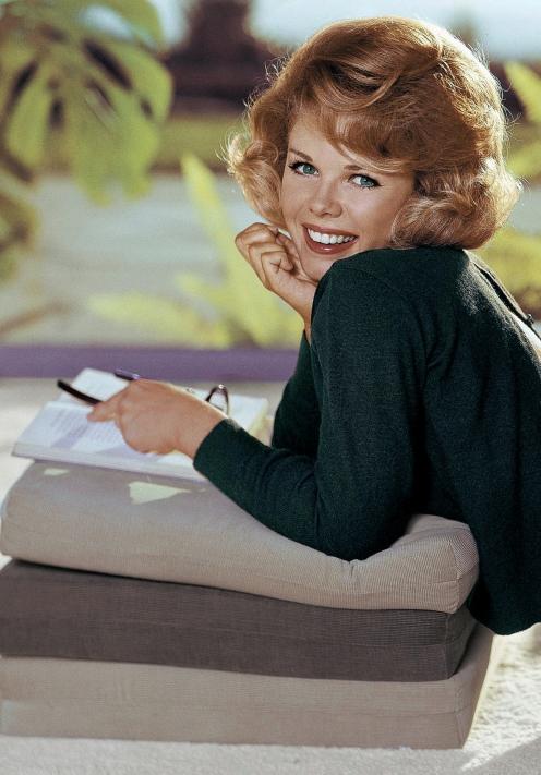 Sue-Williams-Playboy-1965-04-p96-Sweet-Sue