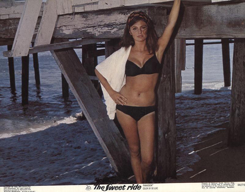 Jacqueline Bisset t shirt photo