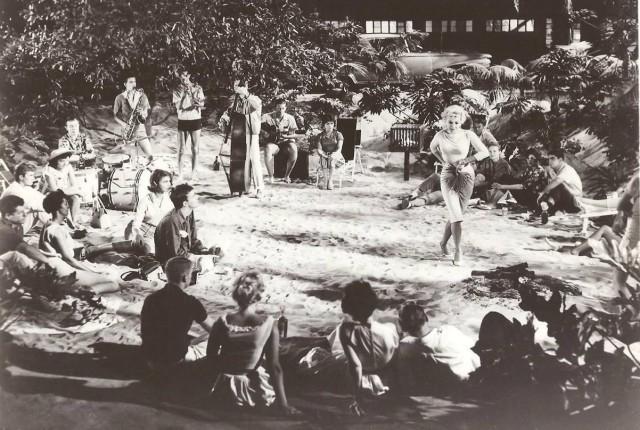Barbara Nichols beach dancing Where the Boys Are 1960 original movie photo 19838