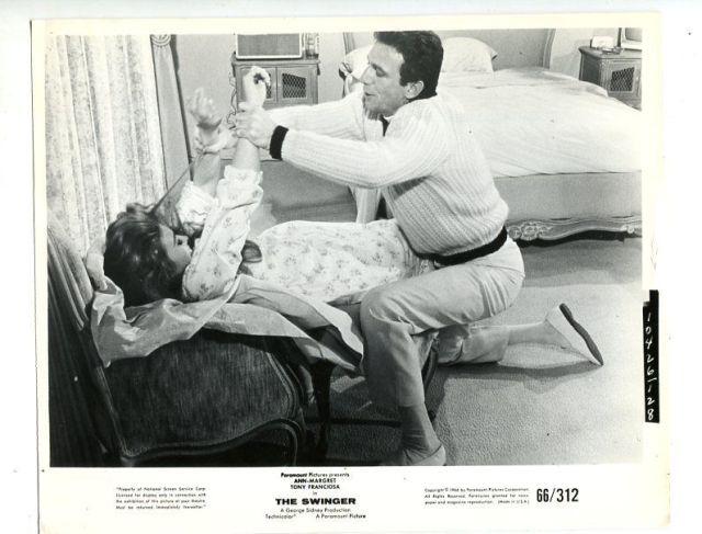 SWINGER-8X10-PROMO STILL-TONY FRANCIOSA-ANN MARGRET-COMEDY-1966 FN_VF