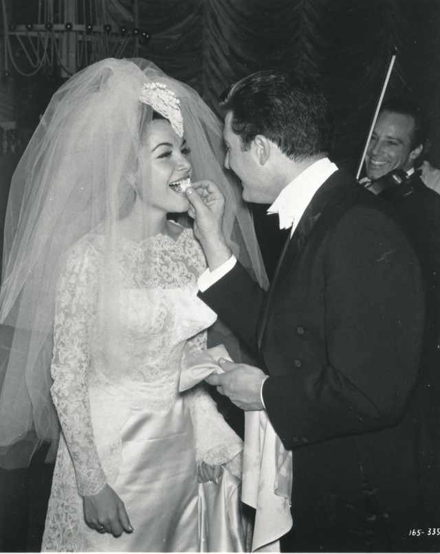 ANNETTE FUNICELLO WEDDING 8X10 COPY PHOTO AA2551