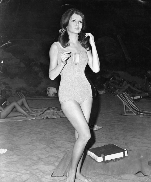 PAMELA TIFFIN SEXY 8X10 PHOTO #E8098