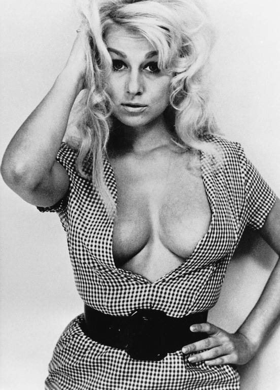 Rena Horten cleavage
