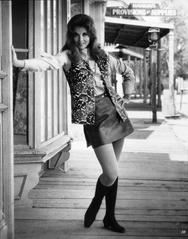 TINA LOUISE SEXY BUSTY 8X10 PHOTO #D6431