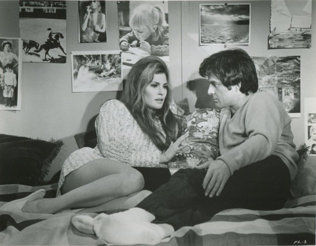 RAQUEL WELCH + JAMES STACY - 1969 FLAREUP - SERIAL KILLER