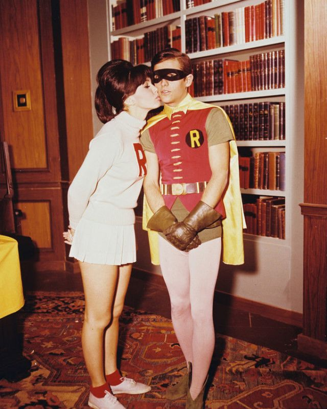 DONNA LOREN KISSING BURT WARD BATMAN TV 8X10
