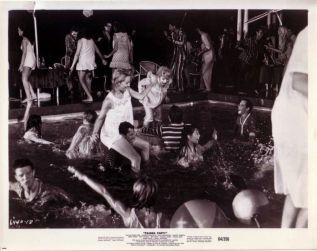 Teri Garr, beach kids