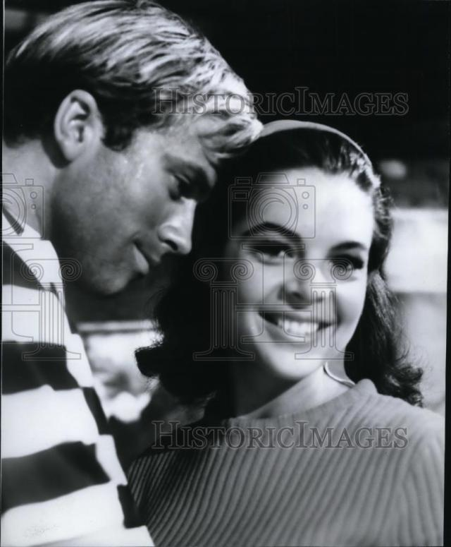 1965 Press Photo Mikki Jamison & Aron Kincaid in scene from Beach Ball