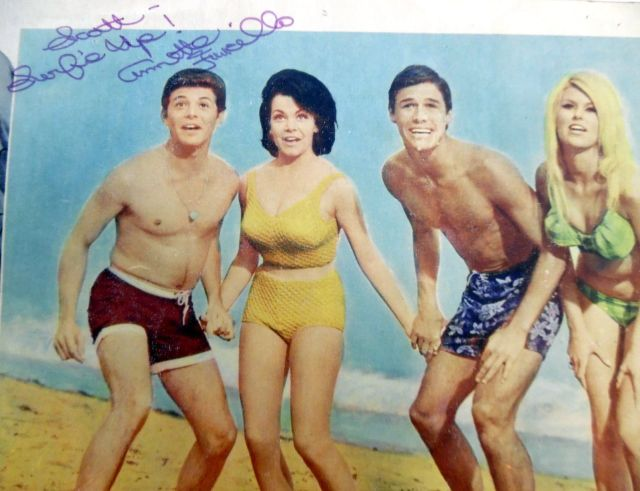 BEACH BLANKET BINGO '65 Film LOBBY CARDS w: ANNETTE FUNICELLO Autograph1