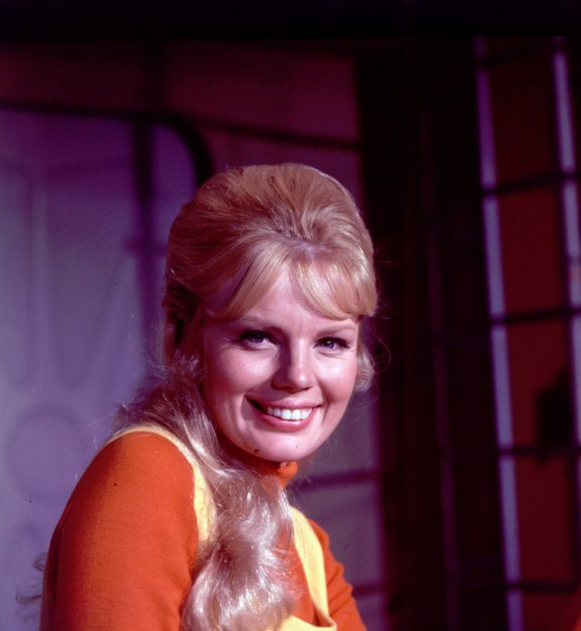 "MARTA KRISTEN LOST IN SPACE 8X10"" PHOTO #E1673"