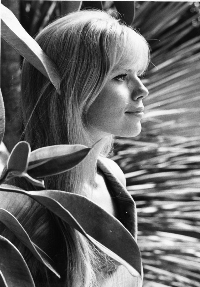 "MARTA KRISTEN LOST IN SPACE 8X10"" PHOTO #E1674"