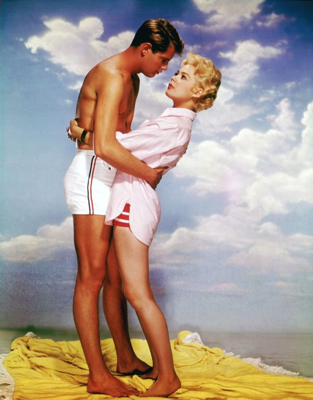 A SUMMER PLACE SANDRA DEE TROY DONAHUE 8X10 PHOTO #D188