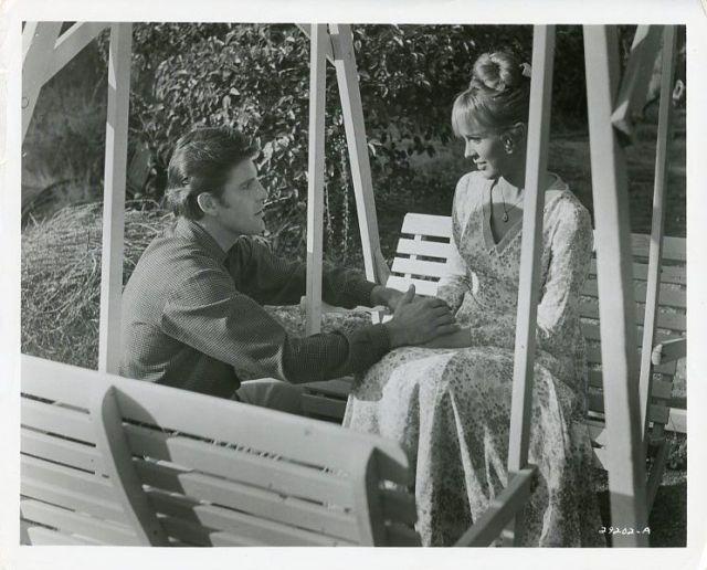 DEBBIE WATSON RICHARD VAN VLEET HOLD HANDS THE VIRGINIAN ORIG 1967 NBC TV PHOTO