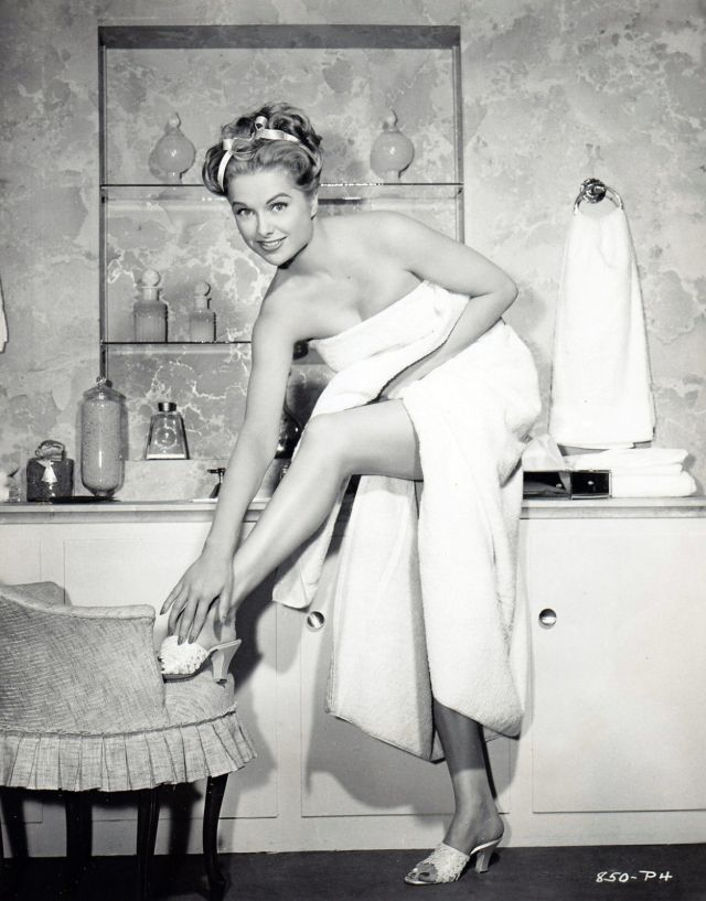 MARTHA HYER Legs Photo Poster 8 x 12 inch. (20 x 30 cm) glossy, for Archives