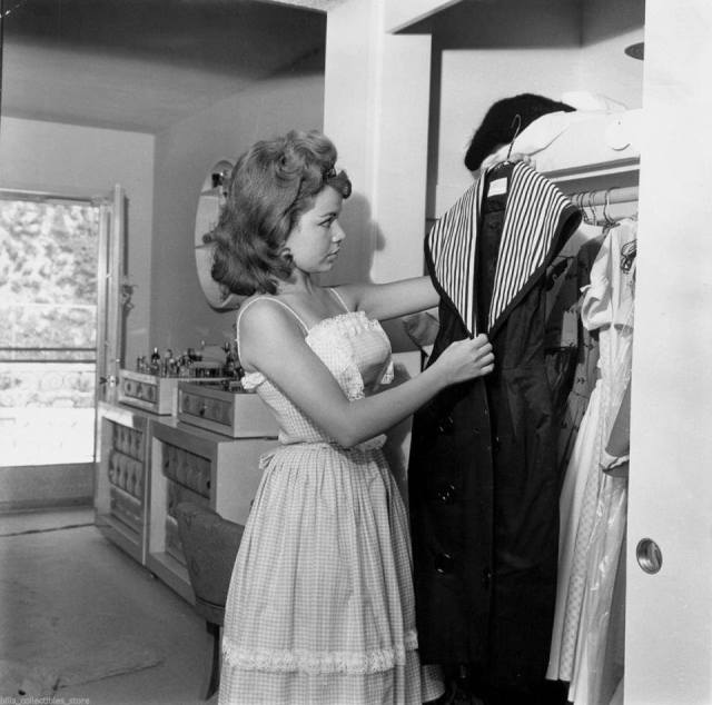 annette-funicello-young-wardrobe