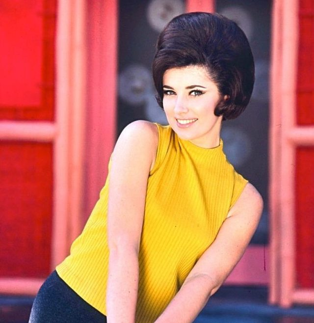 beverly-adams-color-glamour-classic-photo-celebrities-musicians