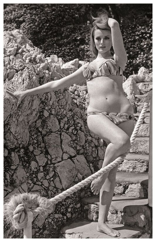 celeste-yarnall-actress-pin-up-photo-postcard-publisher-rwp-2003-01