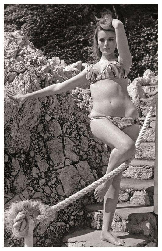 celeste-yarnall-actress-pin-up-photo-postcard-publisher-rwp-2003-01